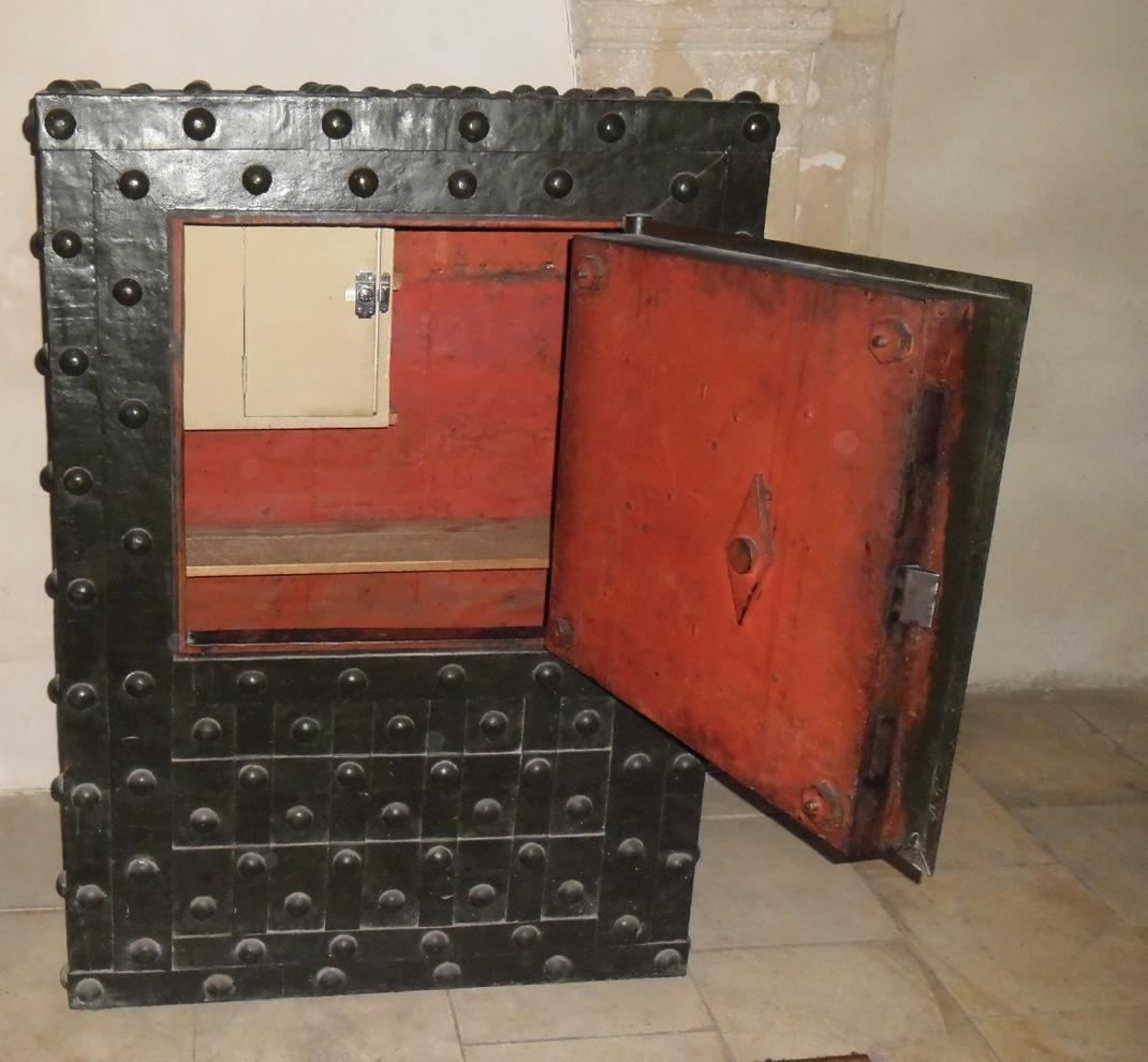 Ancien coffre fort en fer 28 images coffre fort en fer for Casser un miroir