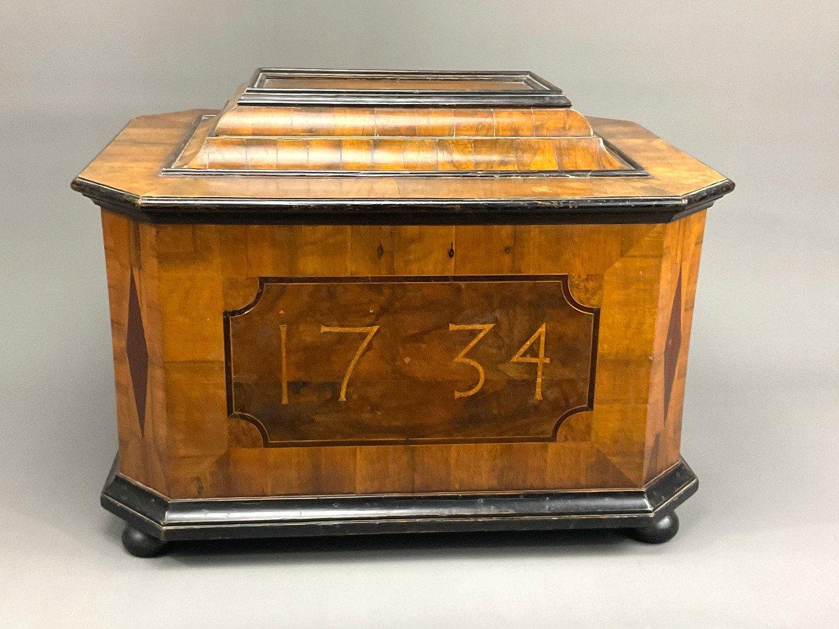 Coffre De Guilde 1734 Vienne Avec Règlements De La Guilde
