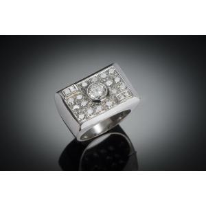 Bague moderniste vers 1935 diamants (2,5 carats centre 1 carat)