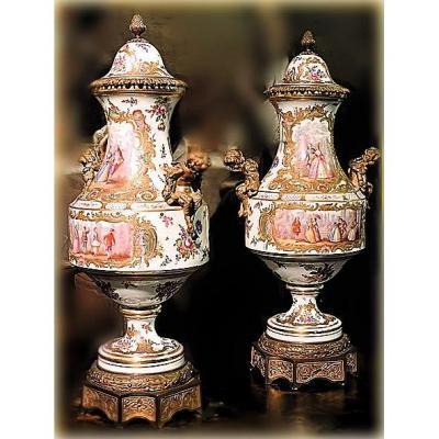 Paire de Grand et Importants Vases En Porcelaine Et Bronzes Dorés De Meissen