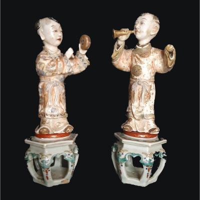 Paire De Statues Antiques En Porcelaine De Chine