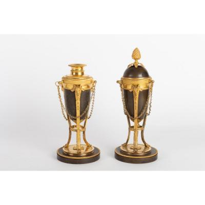 Paire De Cassolettes /bougeoirs En Bronze