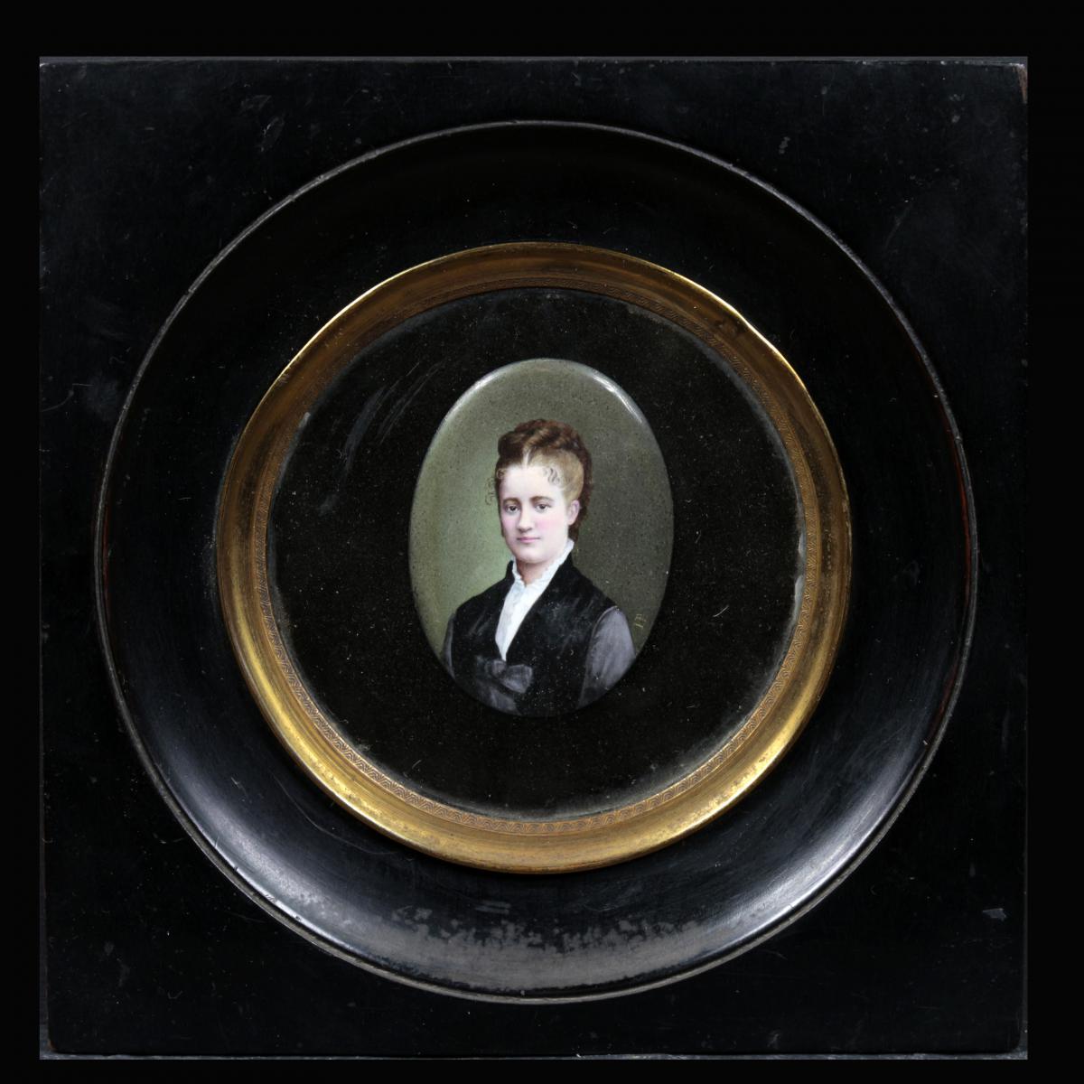 """Miniature, huile sur porcelaine """"Portrait de Femme"""", XIXe"""