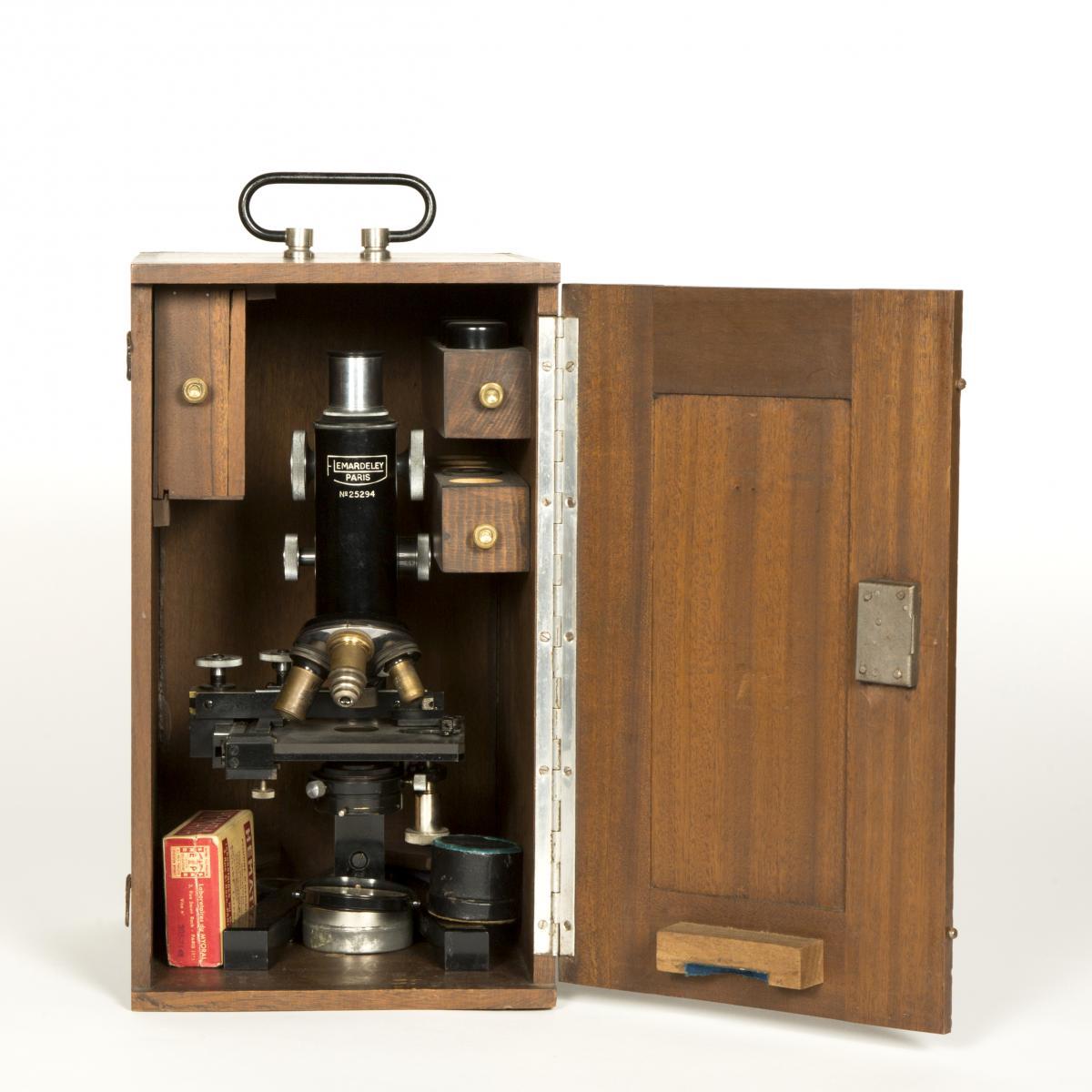 Microscope de marque Lemardeley Paris, XIXe