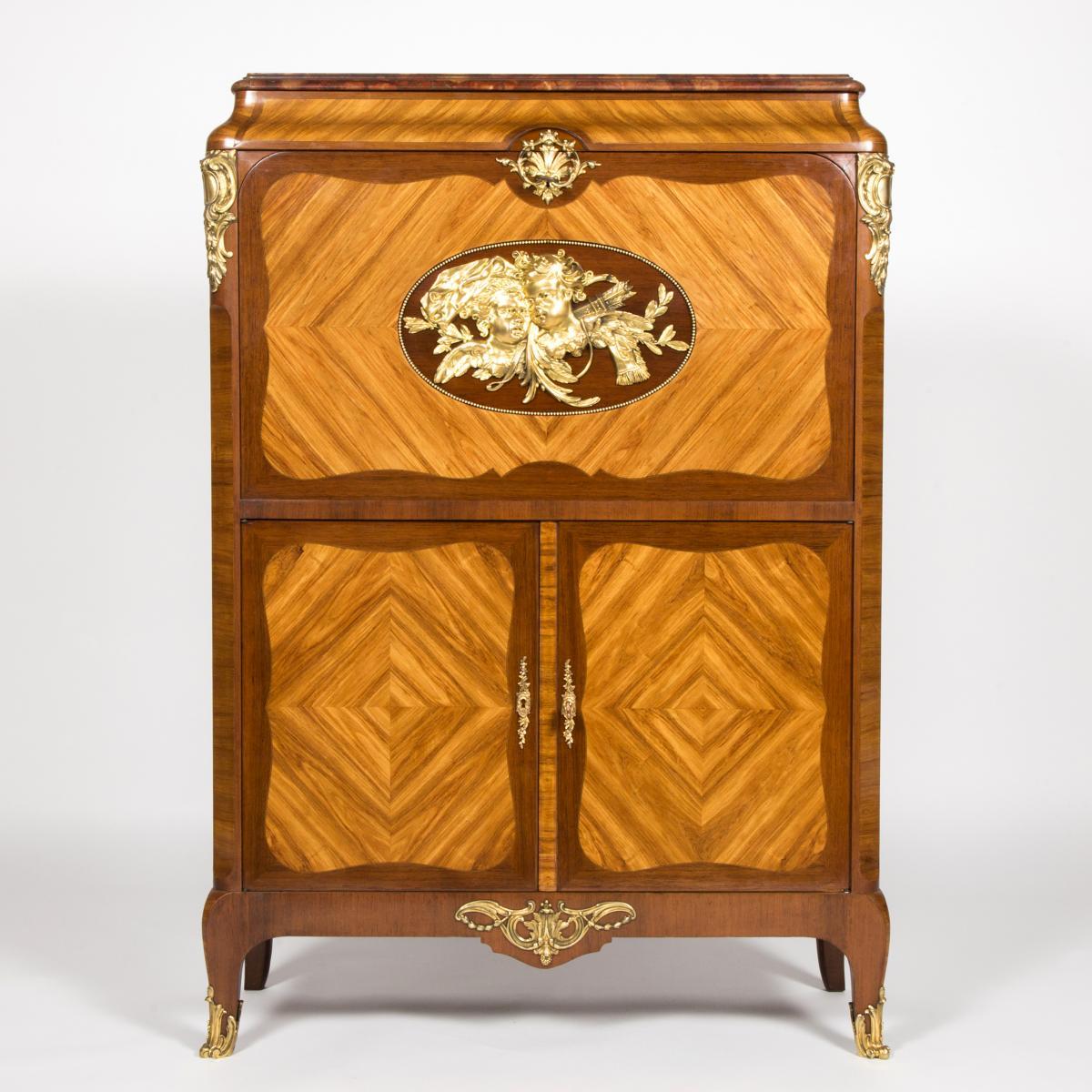 Secrétaire marqueté de bois précieux au médaillon, XIXe