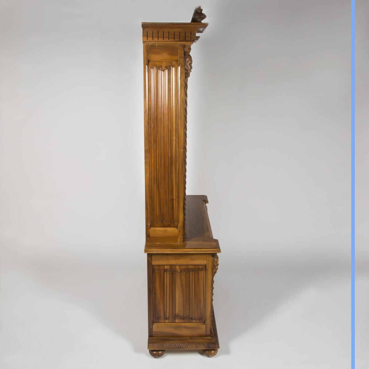 Cabinet à Fusils en noyer sculpté, XXe-photo-1