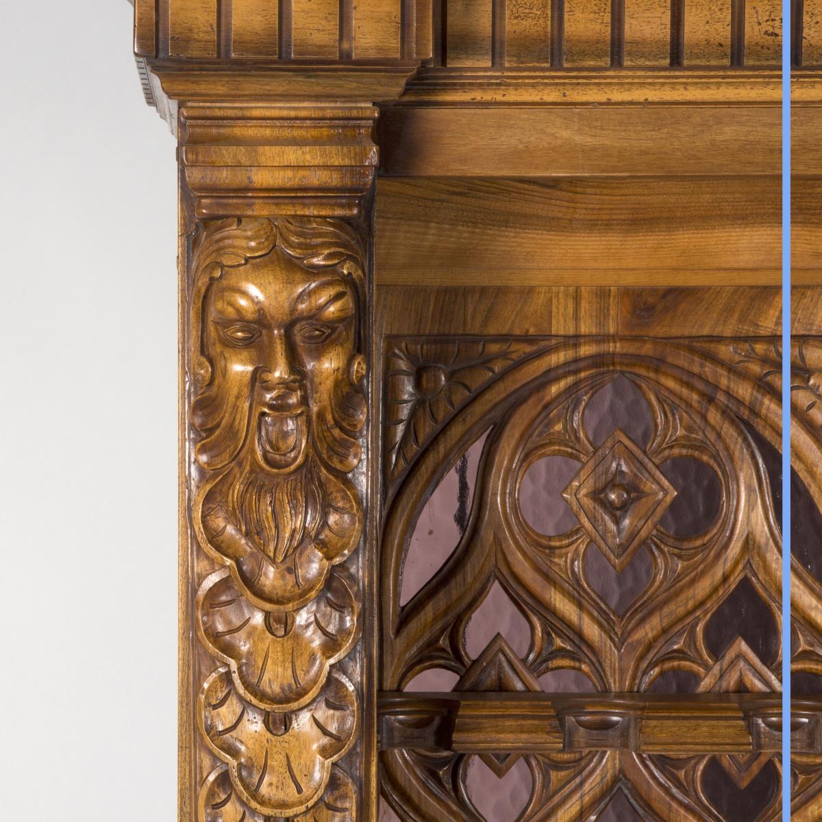Cabinet à Fusils en noyer sculpté, XXe-photo-4