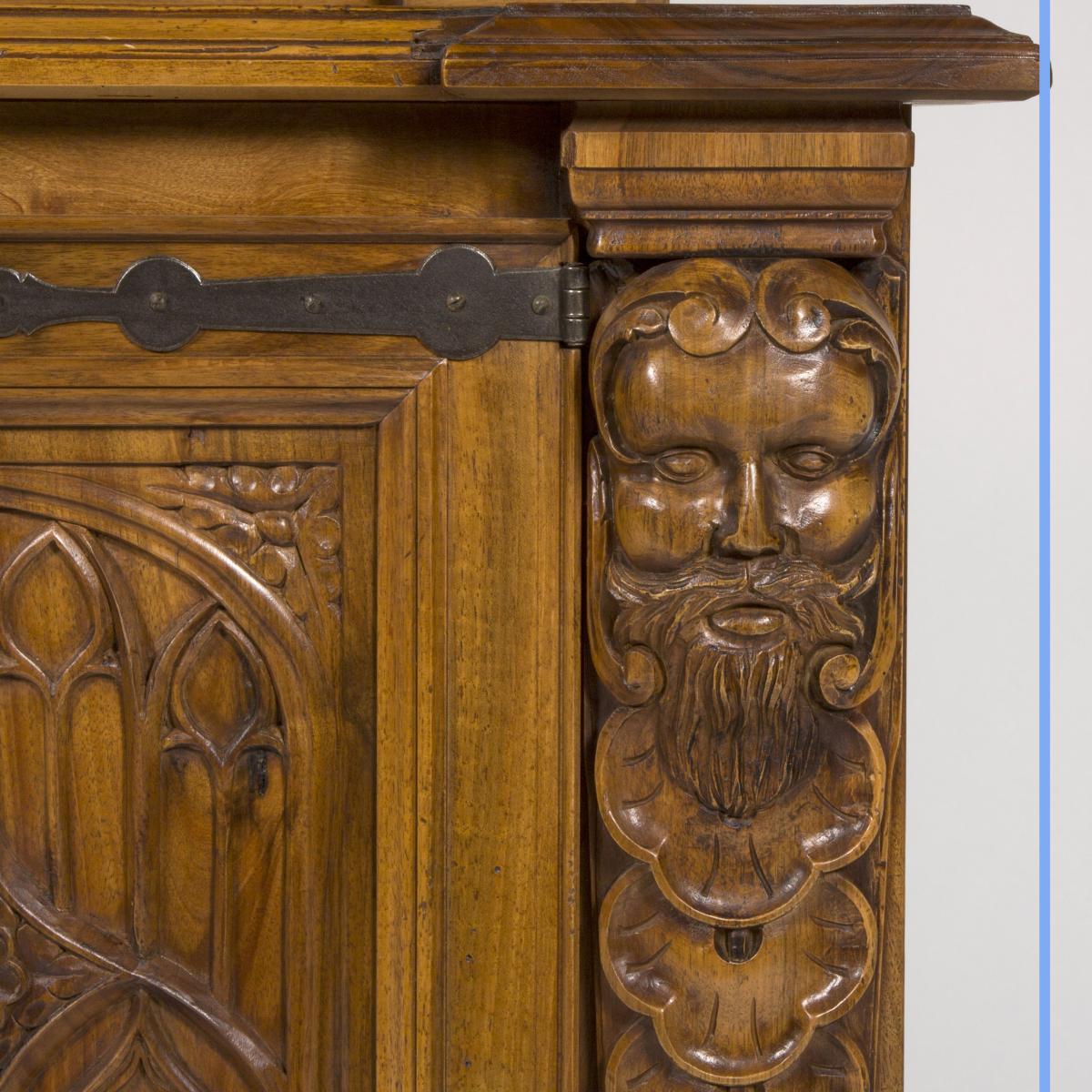Cabinet à Fusils en noyer sculpté, XXe-photo-7