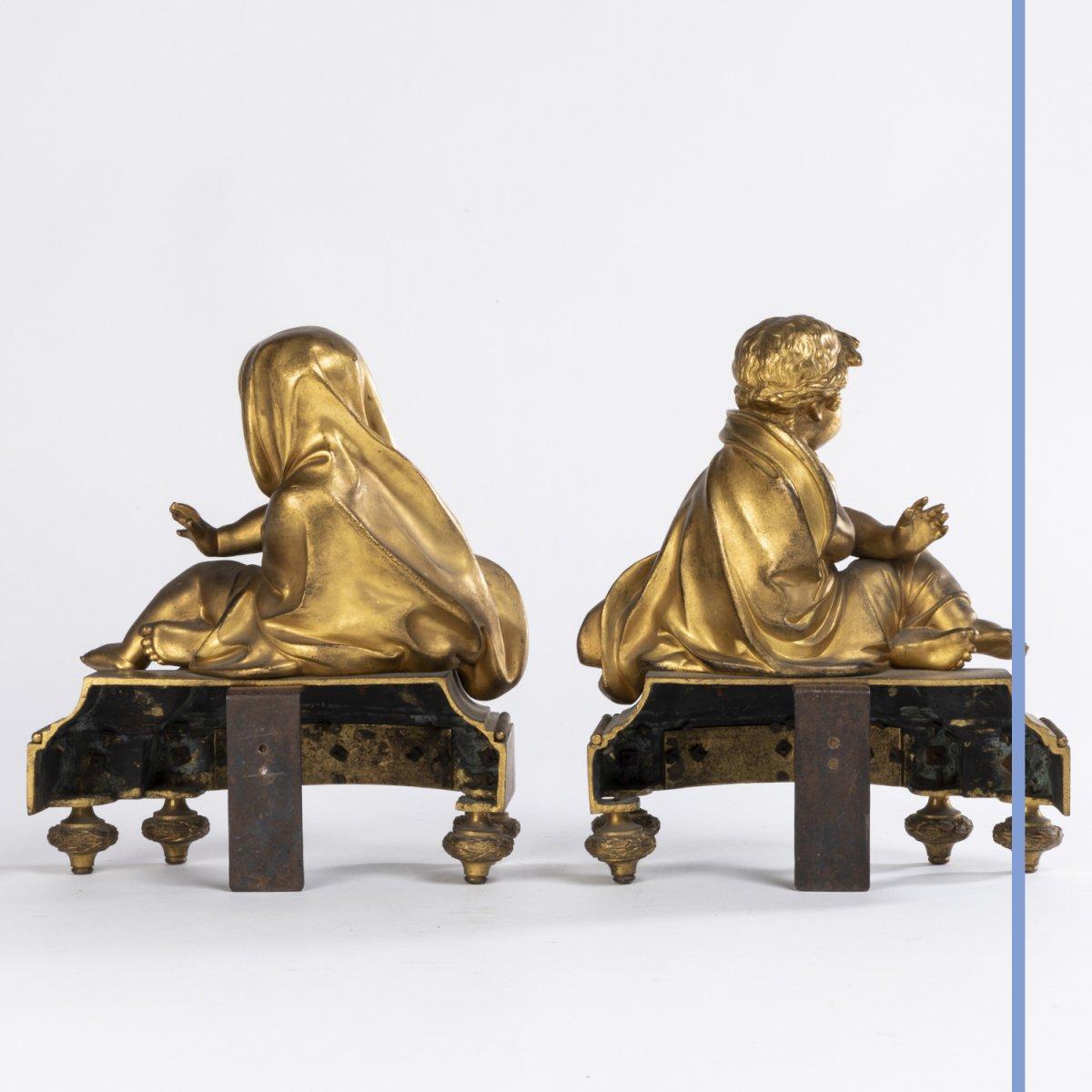 Paire de petits chenets aux putti en bronze doré, XIXe -photo-3
