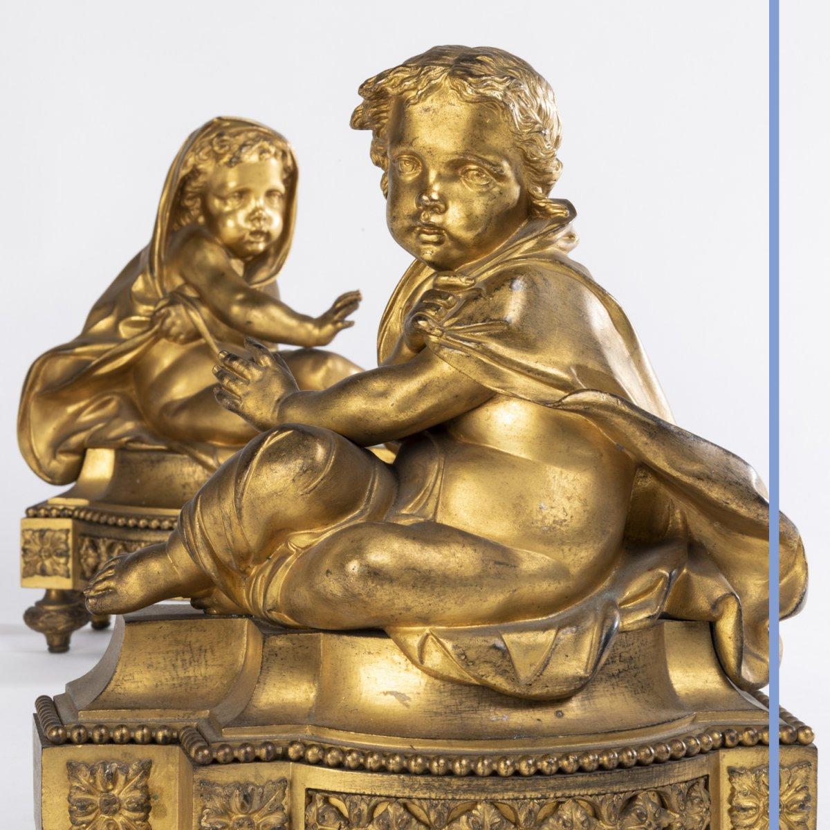 Paire de petits chenets aux putti en bronze doré, XIXe -photo-2