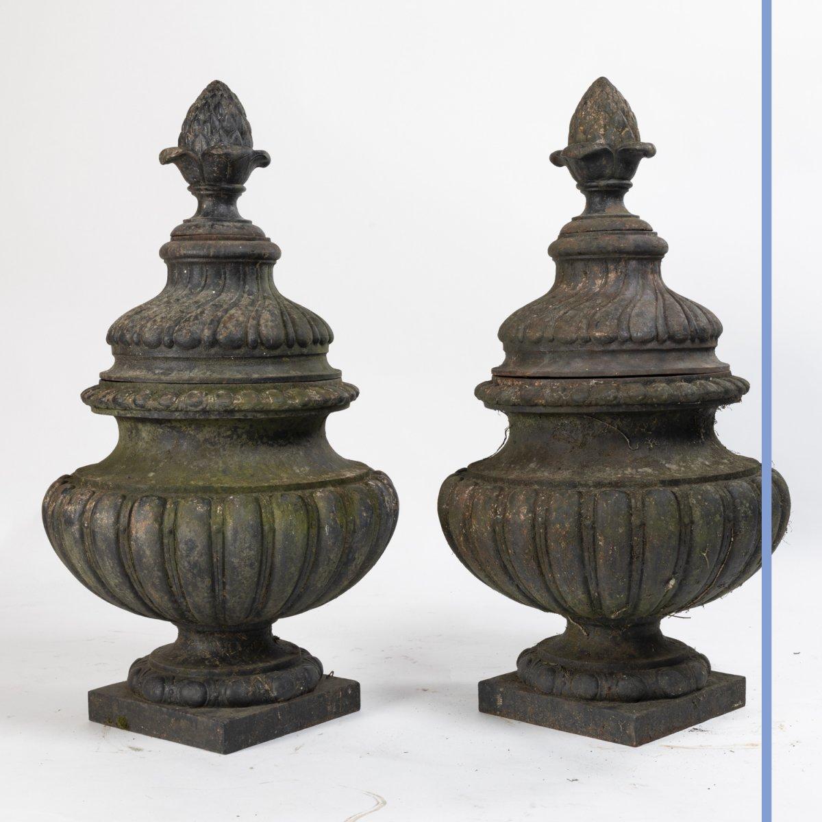 Paire de pots à feux  de style Louis XVI en fonte, XIXe-photo-2