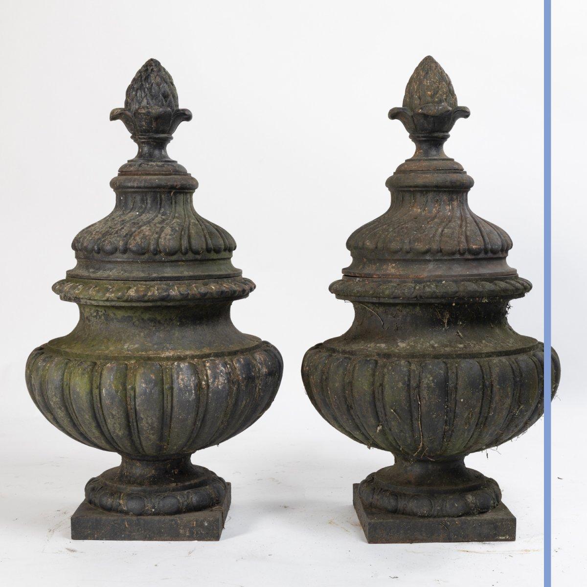 Paire de pots à feux  de style Louis XVI en fonte, XIXe-photo-3