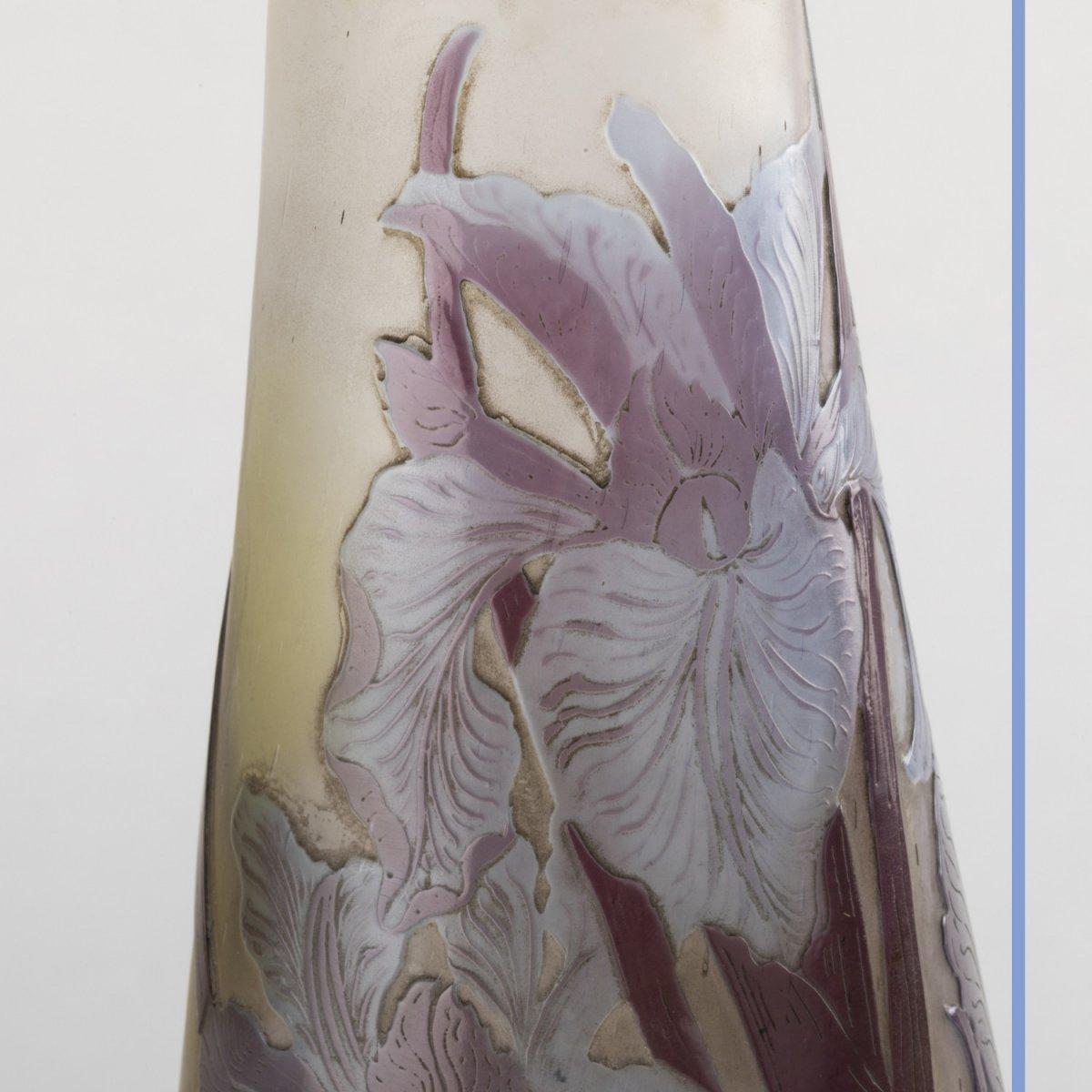 Emile Gallé (1846-1904), vase aux Iris en verre multicouche à décor de fleurs brun et bleu clair, XIXe-photo-3