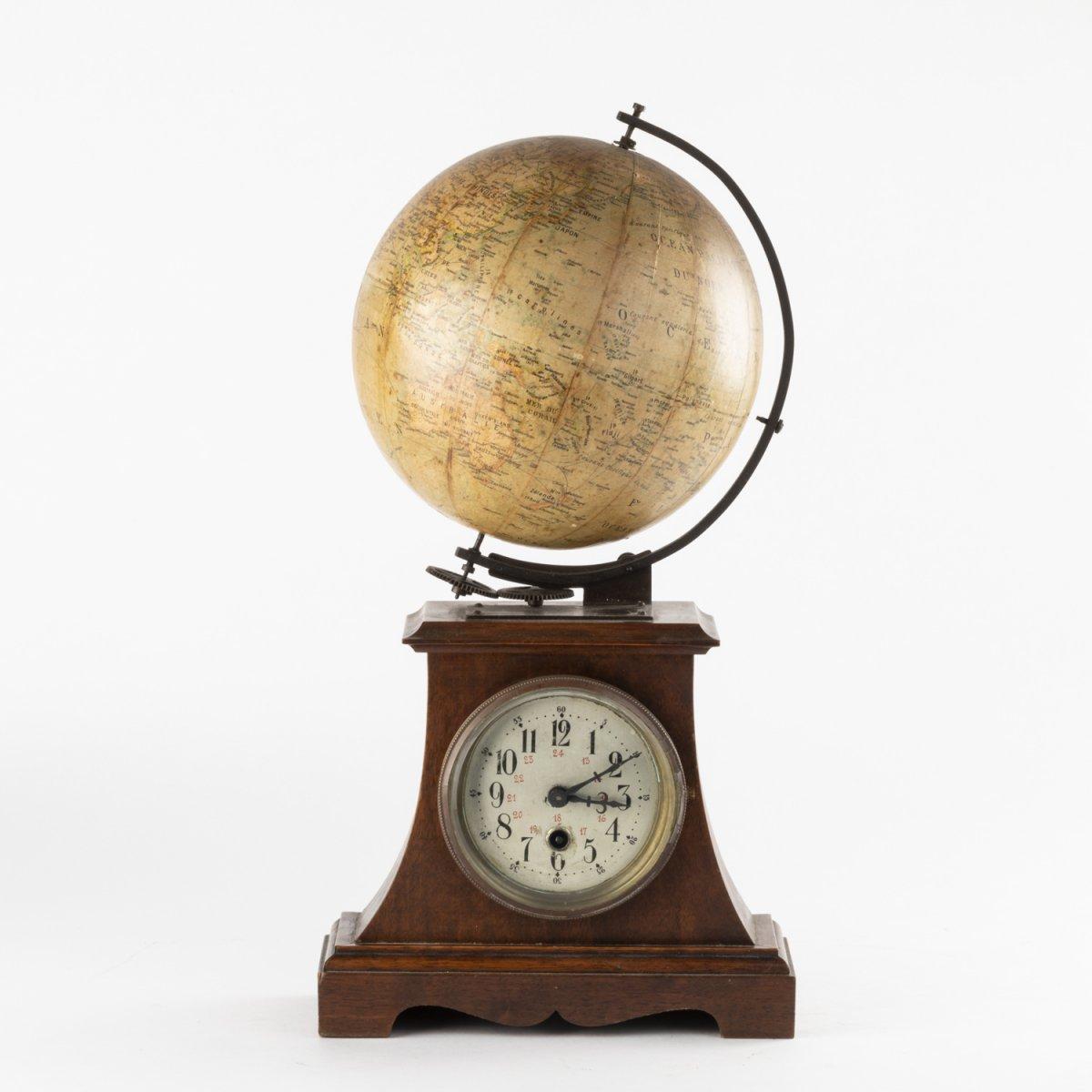 Pendule avec globe terrestre tournant, XIXe