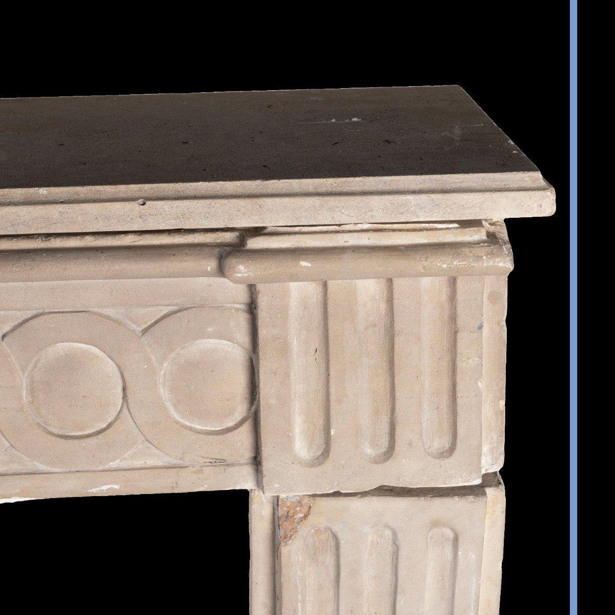 Cheminée en pierre sculpté à décor de spirales et de cannelures, XIXe-photo-2