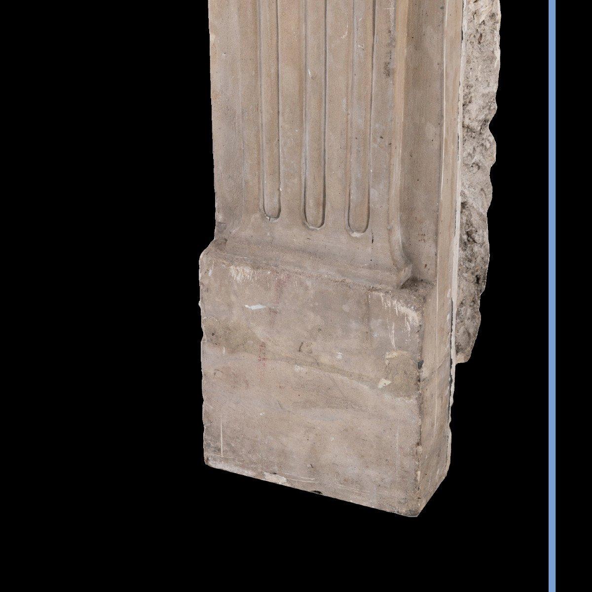 Cheminée en pierre sculpté à décor de spirales et de cannelures, XIXe-photo-7