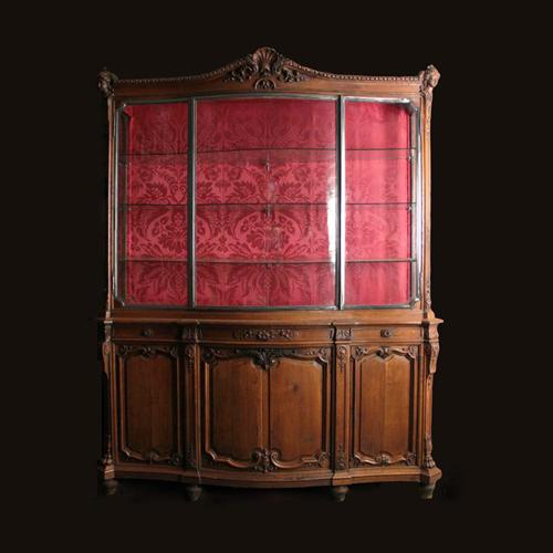 grande vitrine en ch ne sculpt et moulur xixe vitrines. Black Bedroom Furniture Sets. Home Design Ideas
