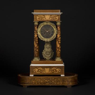 Pendule portique Charles X et son socle, XIXe