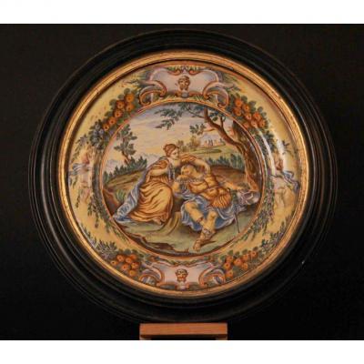 Plat en porcelaine à l'antique, XIXe