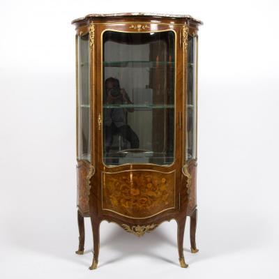 Vitrine en marqueterie de bois précieux et bronze, XIXe