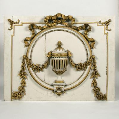 Elément de boiserie en bois laqué sculpté et doré, XVIIIe