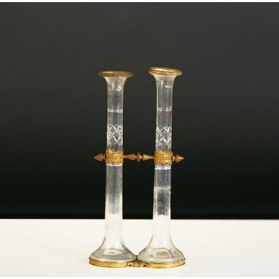 Paire de soliflores en verre taillé, monture bronze, XIXe