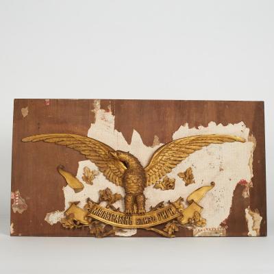 Élément de boiserie, aigle en bois sculpté doré, XIXe