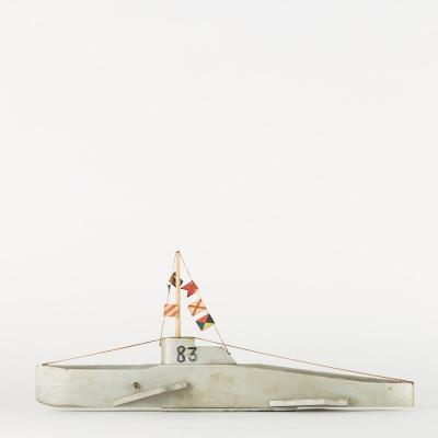 Maquette de bateau militaire en bois, XXe