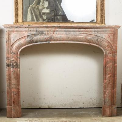 Cheminée à boudin en marbre rose de style Louis XIV, XIXe