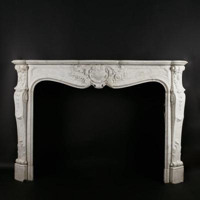 Cheminée en marbre de Carrare de style louis XV, XIXe