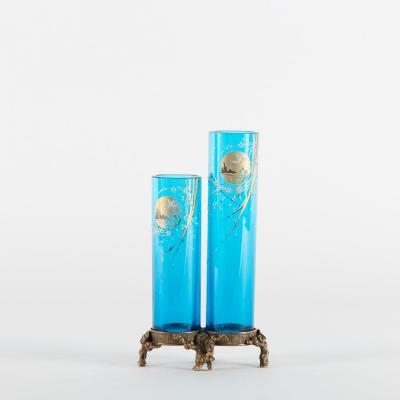 Soliflore  en verre bleu et émail polychrome sur monture en bronze ciselé, XXe