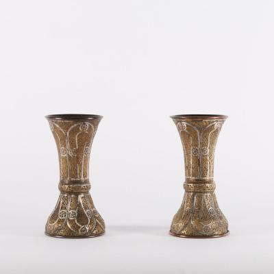Paire de vases en métal argenté et doré gravé, Syrie, XIXe