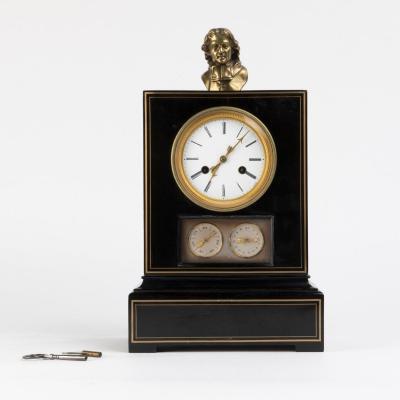 Pendule borne en bois laqué noir et doré à trois cadrans, XIXe