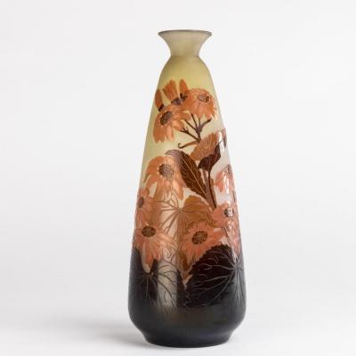 Emile Gallé (1846-1904), vase fusiforme aux abutilons en verre multicouche, XIXe