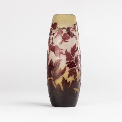 Emile Gallé (1846-1904), vase  en verre multicouche à décors de fuchsias en camaïeu, XIXe