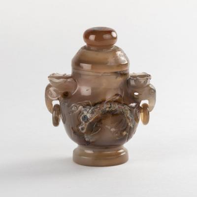 Chine, vase couvert à deux anses en agate brune sculptée, XIXe