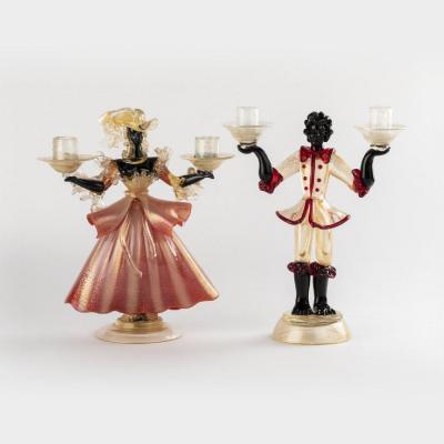 Murano, paire de bougeoirs figurant une dame et un page en verre teinté soufflé, XXe