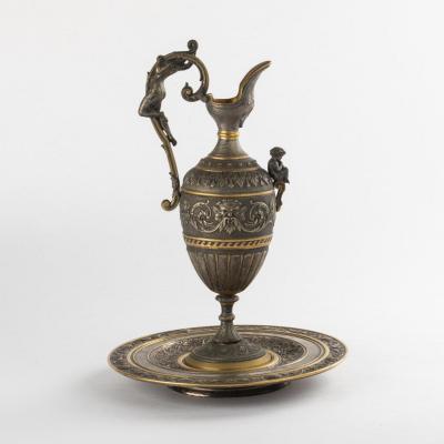 Aiguière au chérubin et son bassin en bronze argenté ciselé , XIXe