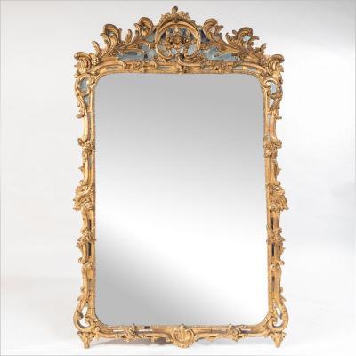 Miroir de style Louis XV en bois et stuc doré sculpté, XIXe