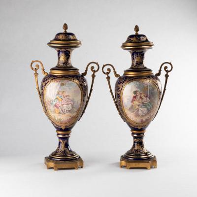 Manufacture de Sèvres, paire de cassolettes en porcelaine et bronze doré, XIXe