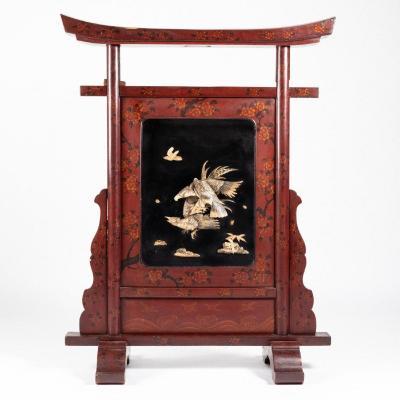 Chine, pare-feu en bois laqué rouge et noir et ivoirine, XXe