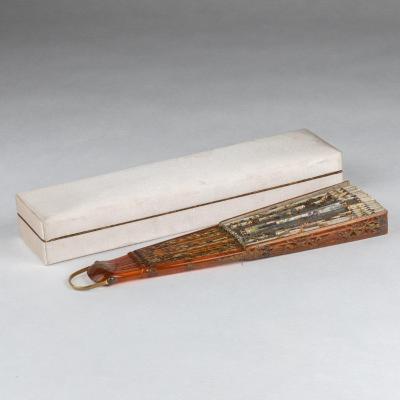 Jeanne Kahenn (XIXe-XXe), Éventail à 18 brins en écaille brune, XIXe