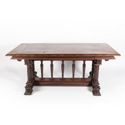 Table néo-renaissance en noyer sculpté, XIXe