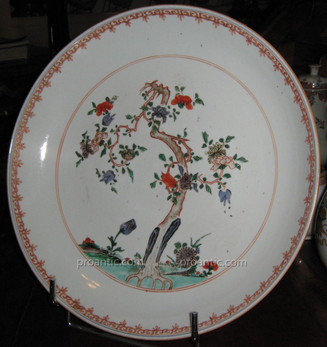 Flat Porcelain China Beginning Of Qianlong Period, Eighteenth Time.