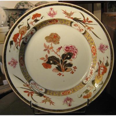 Plat En Porcelaine De La Compagnie Des Indes, époque Qianlong, XVIIIème Siècle.