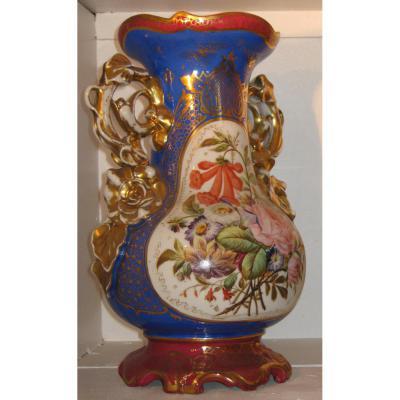 Vase En Porcelaine De Paris Fin XIXeme Siècle.