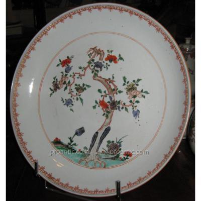 Plat En Porcelaine De Chine Début De La Période Qianlong, époque XVIIIeme.