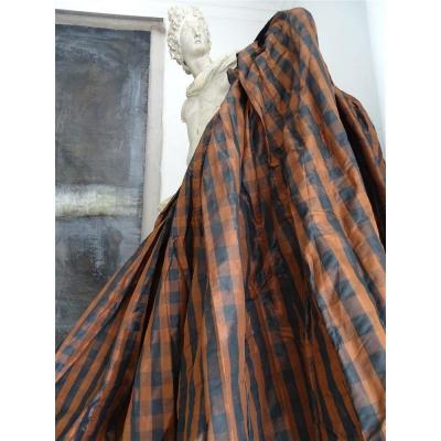 Large Old Petticoat In Silk Moirée XIXth Century Brown And Black Checkered Fabric