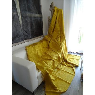 Sumptuous Italian Damask Silk Bed Cover Or Ceremonial   Napkins In Golden Color