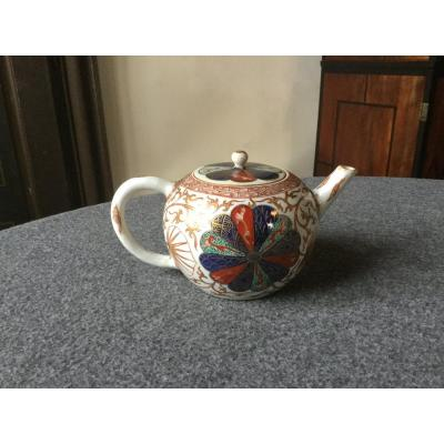 Eighteenth-century Chinese Porcelain Teapot